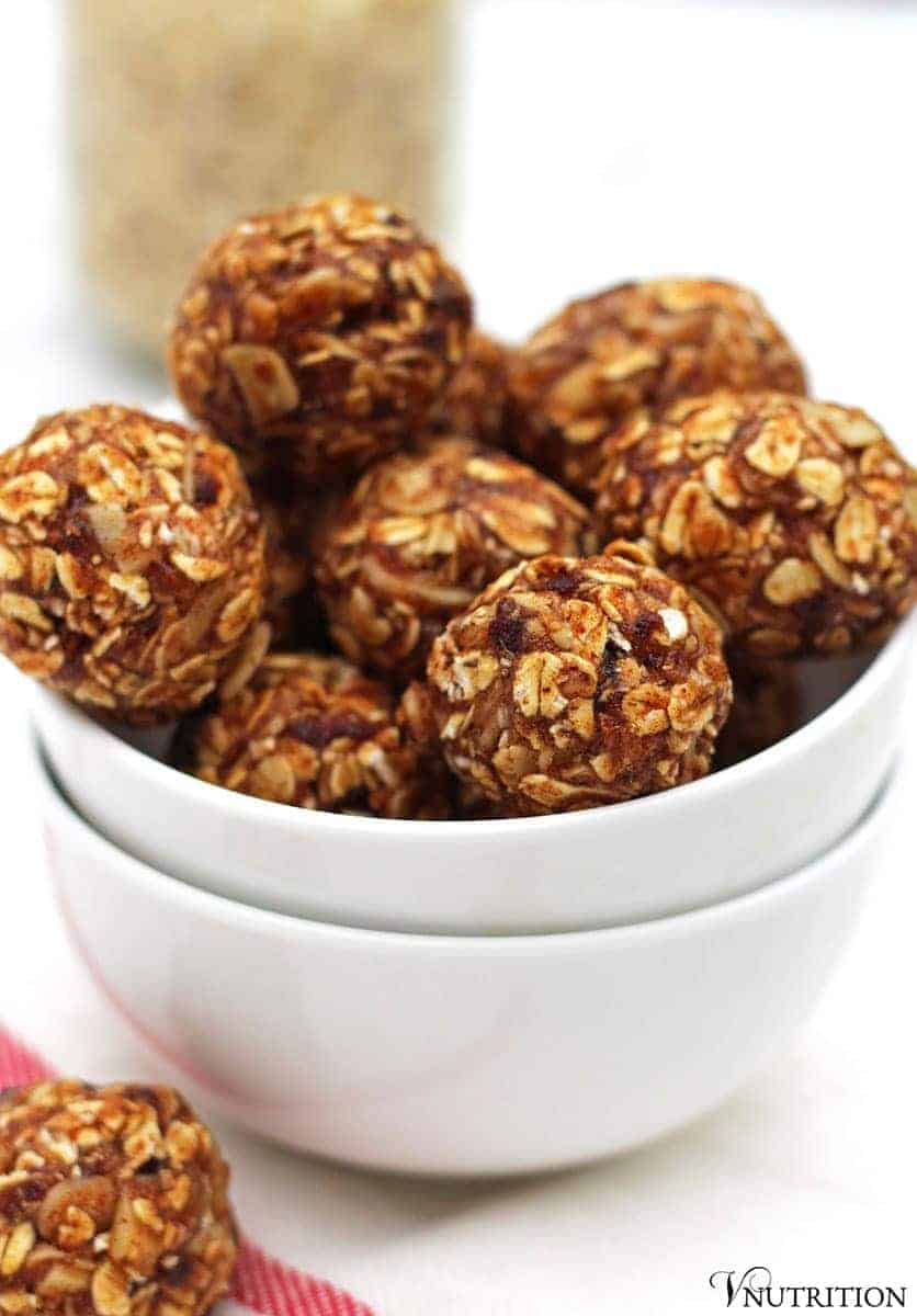 Vanilla Almond Balls | These energy balls are a perfect snack for those mid-day cravings. no added sugar, vegan recipe, energy ball recipe