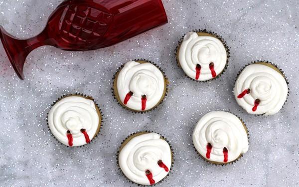 featured-image-vampire-bite-cupcakes