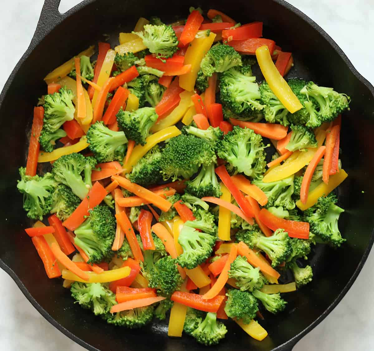 cooked broccoli, carrots, and peppers